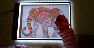 Mesa de luz para calcar y dibujar