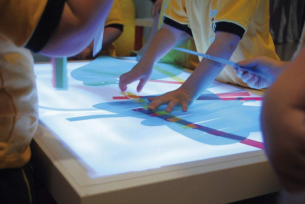 mesas de luz montessori